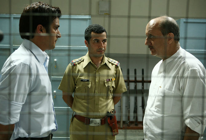 Anupam Kher, Jimmy Shergill and Aamir Bashir in A Wednesday