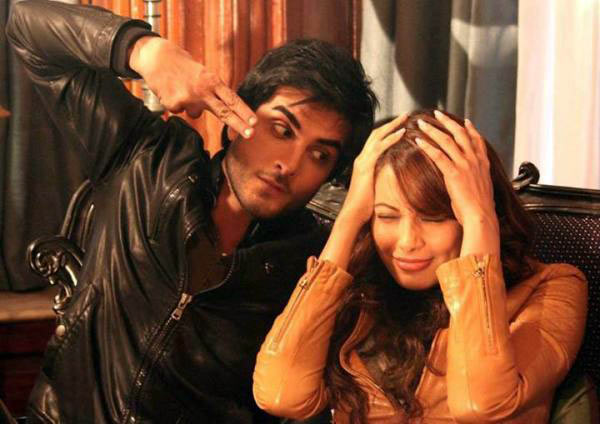 Imran Abbas Naqvi and Bipasha Basu in Creature 3D