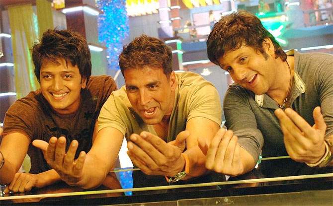 Riteish Deshmukh, Akshay Kumar and Fardeen Khan in Heyy Babyy