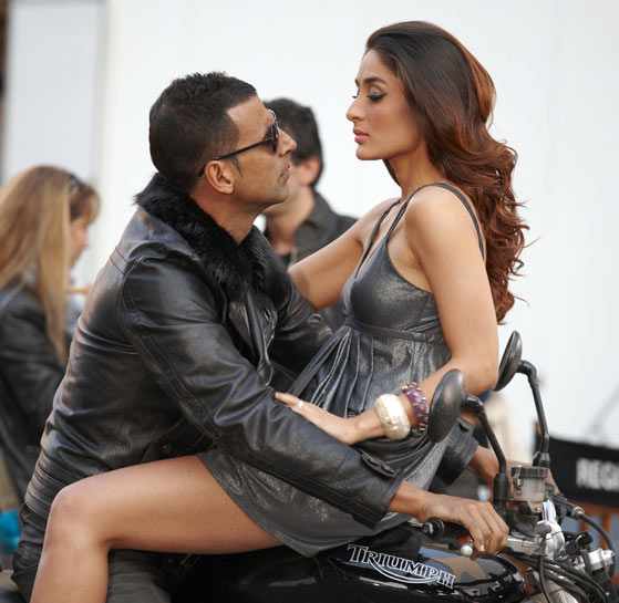 Akshay Kumar with Kareena Kapoor in Kambakkht Ishq