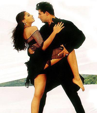Bipasha Basu and Akshay Kumar in Aankhen