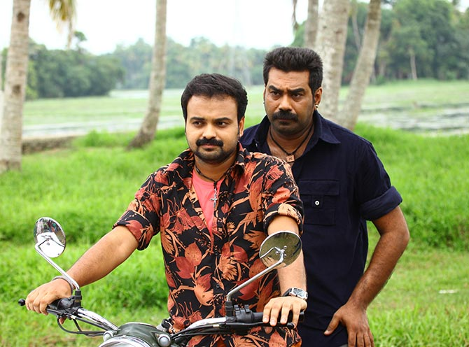 Kunchacko Boban and Biju Menon in Bhaiyya Bhaiyya