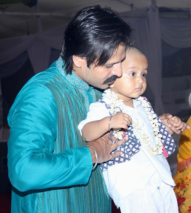 Vivek Oberoi with his son