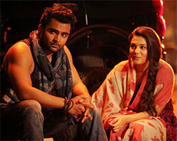 Sachiin J Joshi and Nazia Hussain in Aashiqui 2