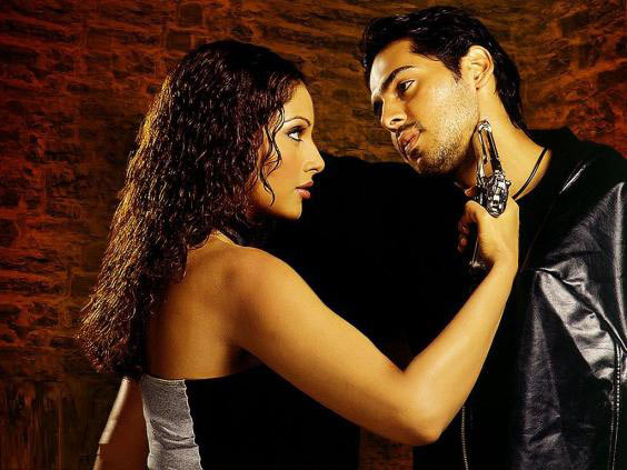 Bipash Basu and Dino Morea in Gunaah
