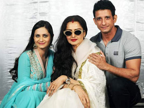 Rekha and Sharman Joshi in Super Nani