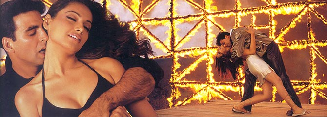 Akshay Kumar and Bipasha Basu in Aankhen