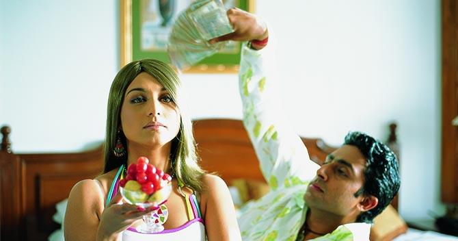Rani Mukerji and Abhishek Bachchan in Bunty Aur Babli