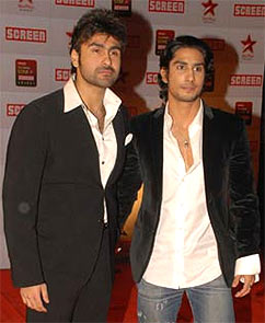 Current Bollywood News & Movies - Indian Movie Reviews, Hindi Music & Gossip - Raj Babbar wants movie project for sons Prateik, Aarya!