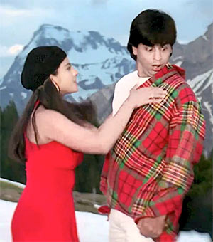 Kajol and Shah Rukh Khan in Zarasa Jhoom Lo Mein