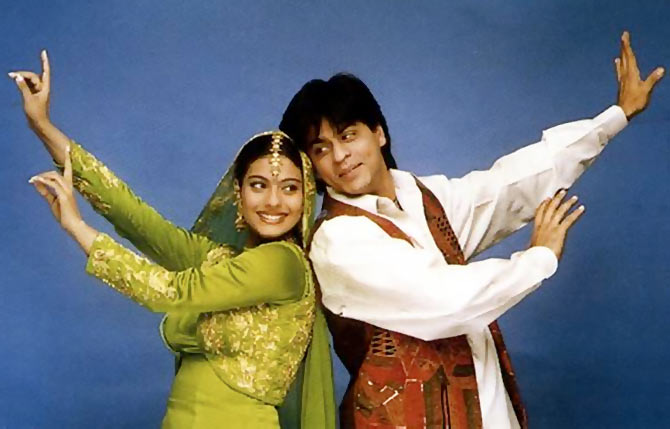 Kajol and Shah Rukh Khan in Mehndi Lagake Rakhna