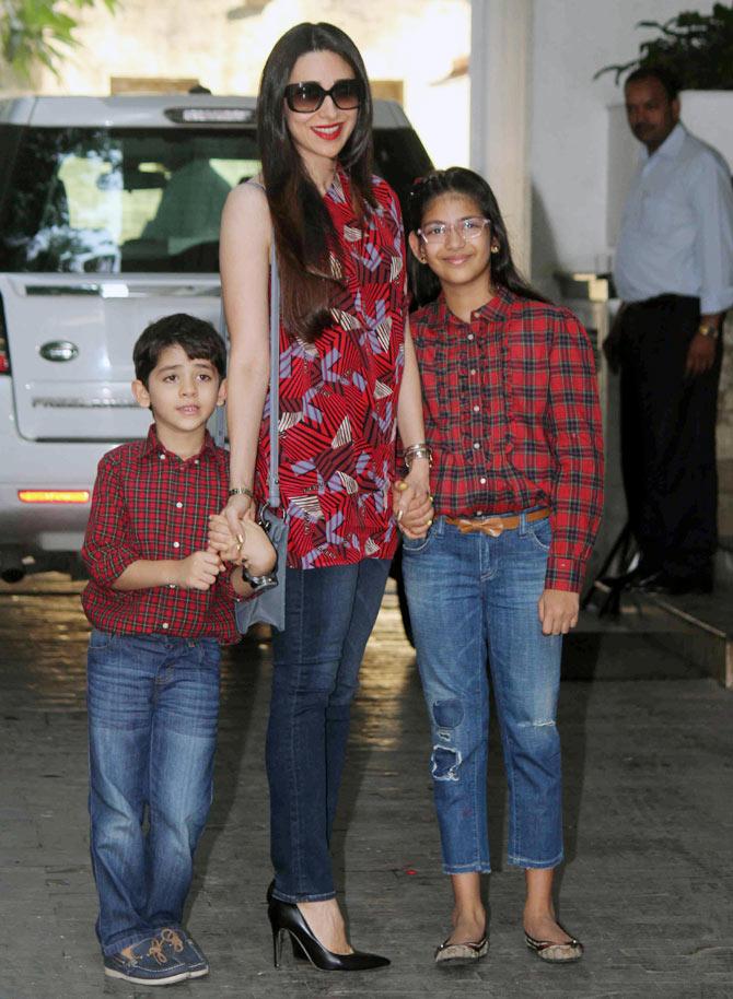 Marvelous Shashi Kapoor Christmas Party Part - 4: Karisma Kapoor Along With Their Kids Samaira And Kiaan