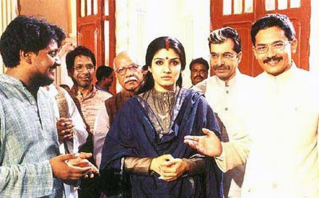 Raveena Tandon, Vallabh Vyas and Atul kulkarni in Satta