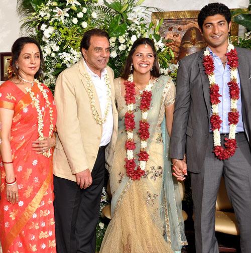Hema Malini, Dharmendra, Ahana and Vaibhav