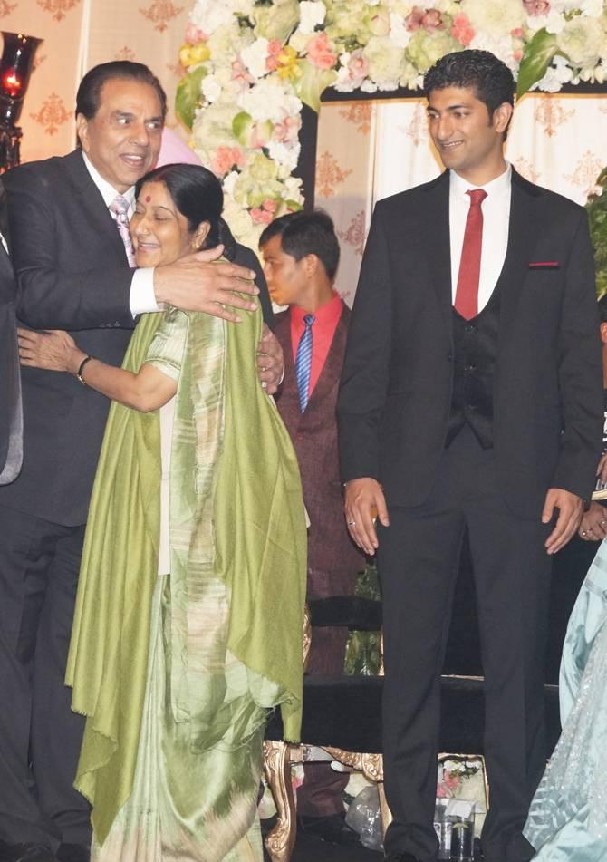 Dharmendra, Sushma Swaraj and Vaibhav Vohra