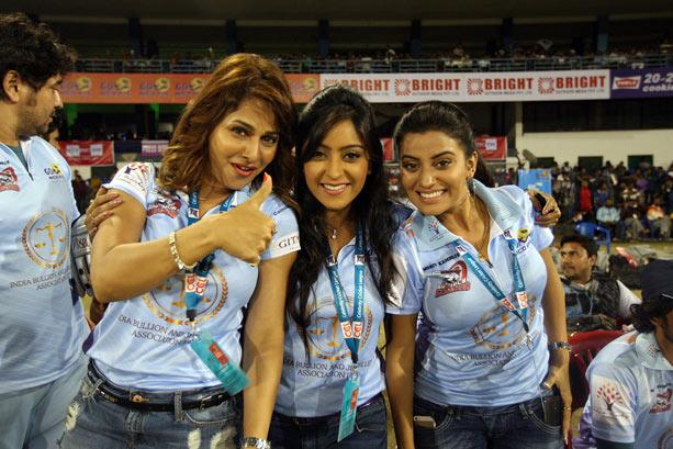 Pakhi Hegde, Shubhi Sharma, Akshara Singh