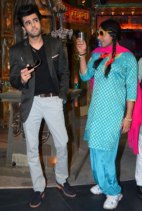 Manish Paul and Sunil Grover in Mad in India