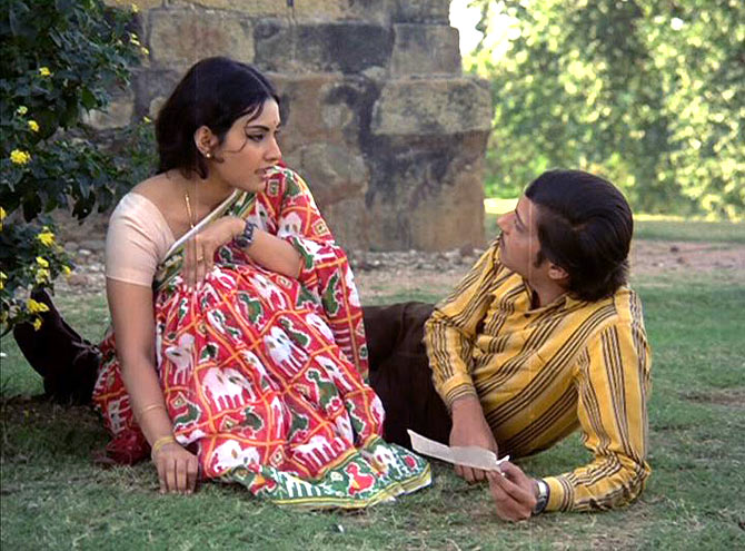 Vidya Sinha and Amol Palekar in Rajnigandha