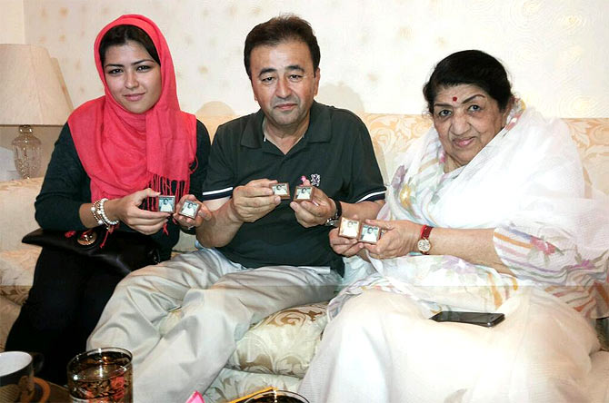 Lata Mangeshkar with her fans from Afghanistan