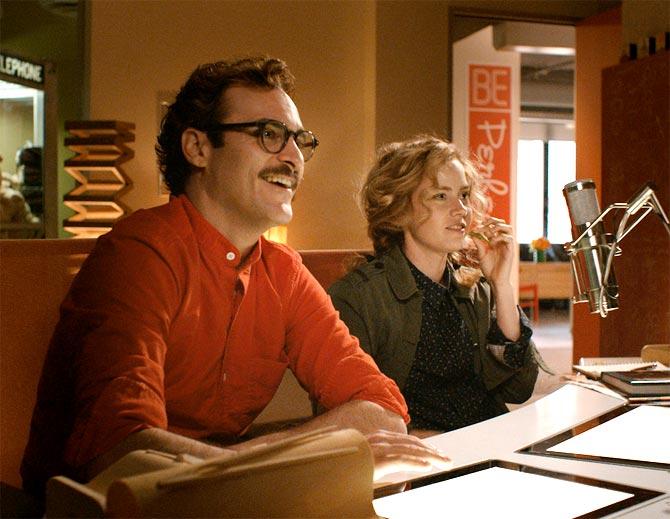 Joaquin Phoenix and Amy Adams in Her