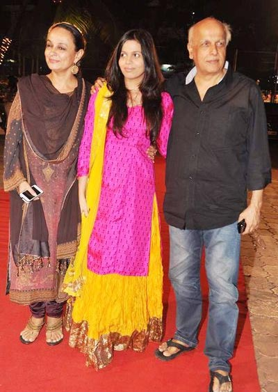 Shaheen Bhatt with parents