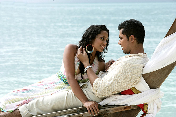 Shahana Goswami and Randeep Hooda in Ru Ba Ru