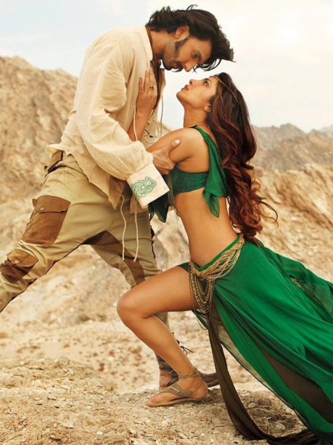 Ranveer Singh and Priyanka Chopra in Gunday