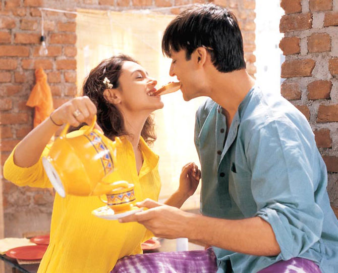 Rani Mukerji and Vivek Oberoi in Saathiya