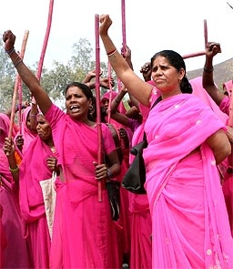 Sampat Pal Devi (right) in Gulabi Gang