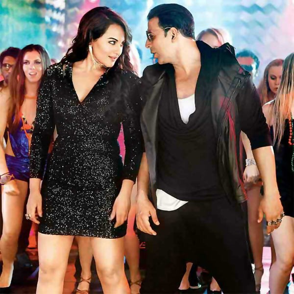 Sonakshi Sinha with Akshay Kumar in Boss