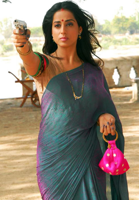 Mahie Gill in Saheb Biwi Aur Gangster Returns