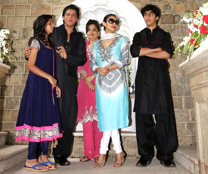 Shah Rukh and Gauri with daughter Suhana, son Aryan and Shah Rukh's sister Shehnaz