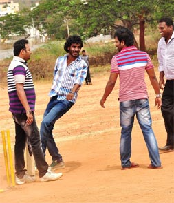 Movie still from Kwatle Sathisha