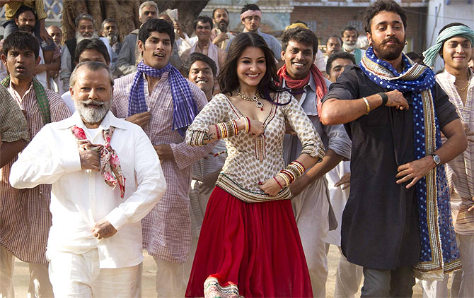 Pankaj Kapoor, Anushka Sharma and Imran Khan in Matru Ki Bijlee Ka Mandola