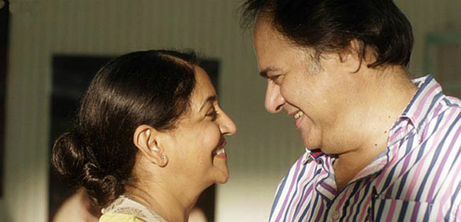 Farooque Shaikh and Deepti Naval in Listen Amaya