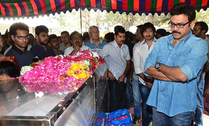 Venkatesh pays last respects