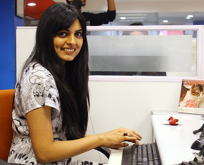 Niharika Singh chats with Rediff readers on ZaraBol