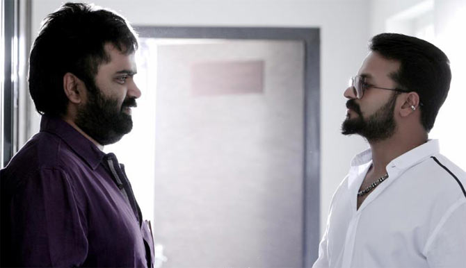Anoop Menon and Jayasurya in Kadal Kadannoru Mathukkutty