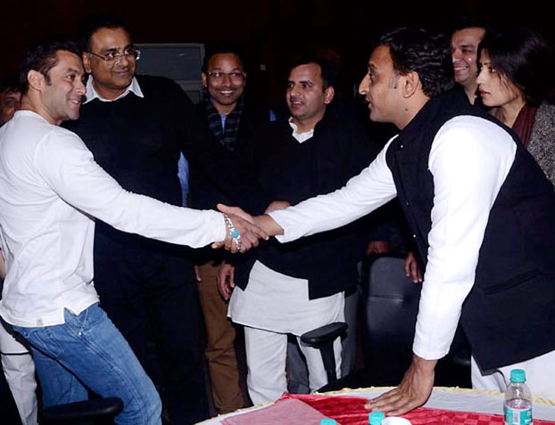Salman Khan with UP chief minister Akhilesh Yadav