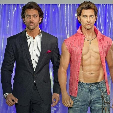 Hrithik Roshan with his wax statue at Madame Tussauds' museum