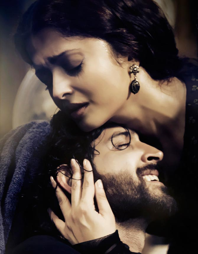 Hrithik Roshan and Aishwarya Rai Bachchan in Guzaarish