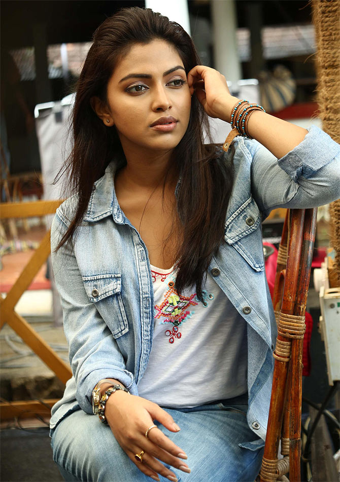 Amala Paul in Oru Indian Pranayakatha