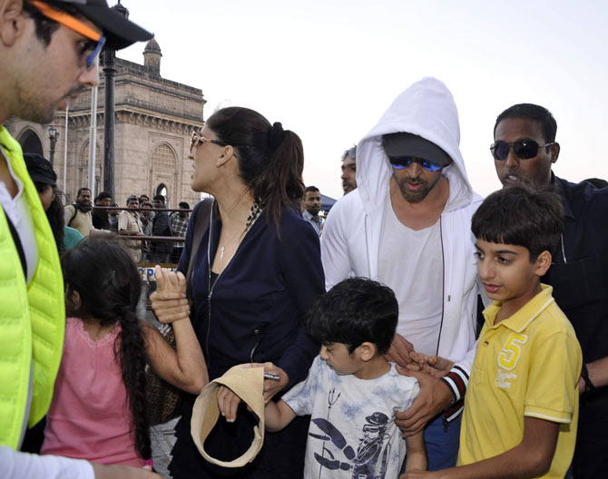 Zayed Khan, Farah Khan Ali, Hrithik Roshan along with kids