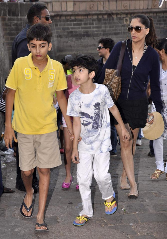 Farah Khan Ali with son Azaan and Hrithik's son Hrehaan