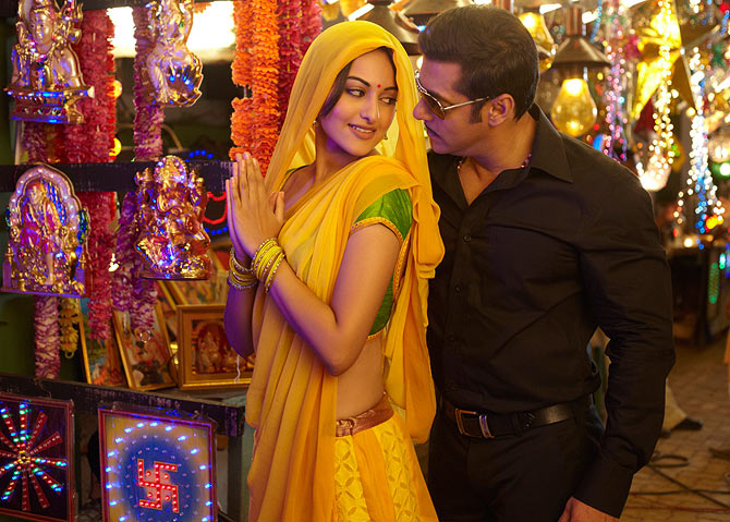 Salman Khan with Sonakshi Sinha in Dabangg