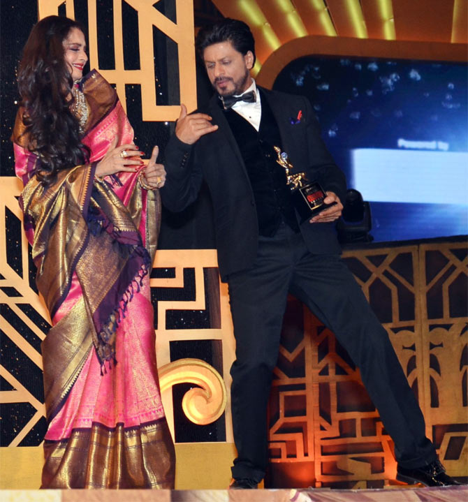 Rekha and Shah Rukh Khan at Screen awards