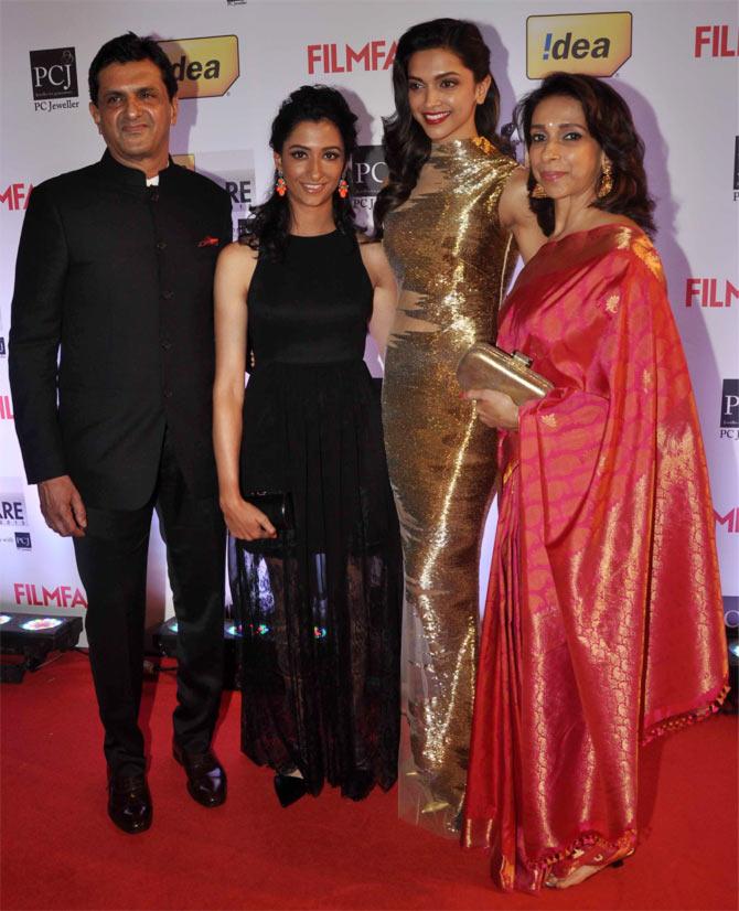 Deepika Padukone with father Prakash, sister Anisha and mother Ujjwala Padukone