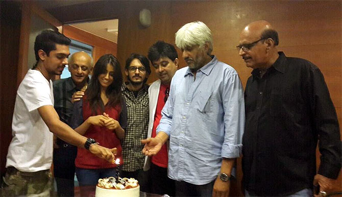 Vikram Bhatt cuts the cake