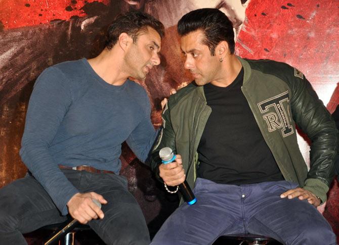 Sohail and Salman Khan at Jai Ho trailer launch