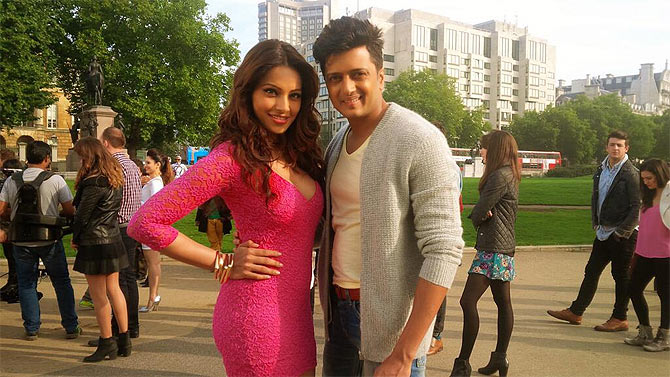 Bipasha Basu and Reitesh Deshumkh on the sets of Humshakals